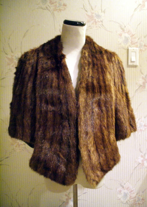 vintage fur stole - front. the collar extends down the front to serve as pockets!